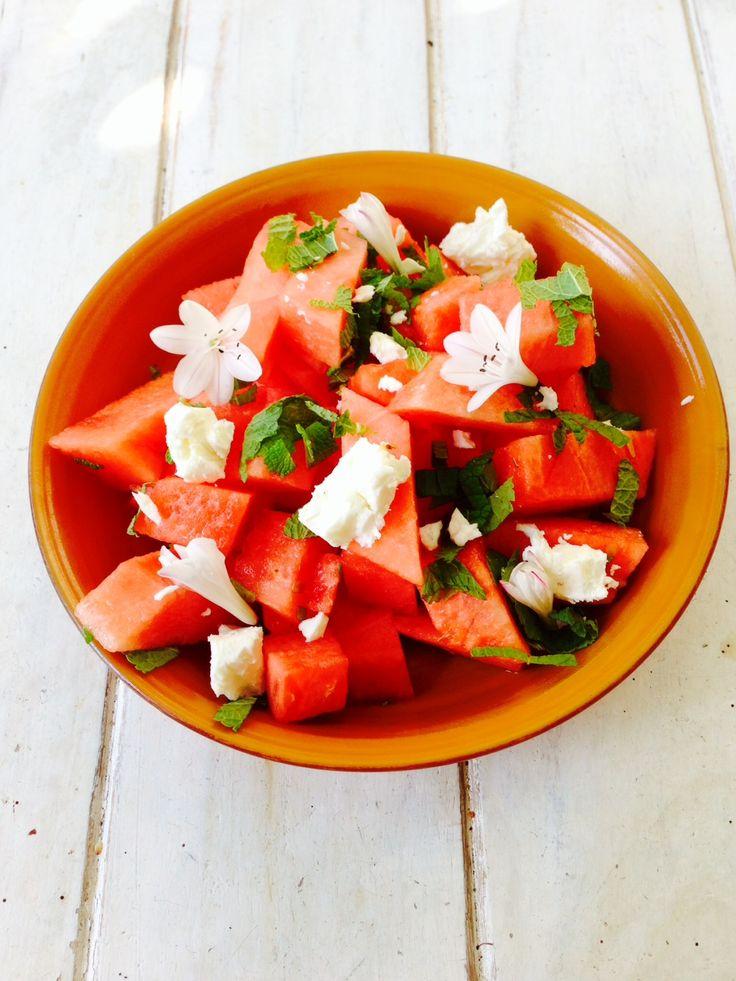 in-vijf-minuten-zomer-salade: watermeloen-munt- Hollandse feta - olijfolie - tabasco-