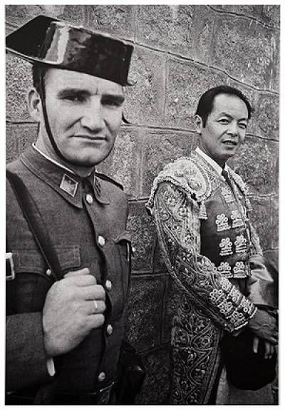 Guardia civil con torero oriental