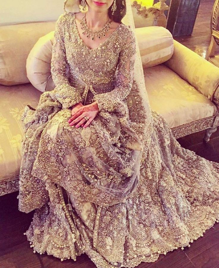 A classic bridal outfit by @elanofficial…