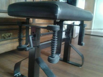 ber ideen zu klavierhocker auf pinterest hocker klavierbank und antiquit ten. Black Bedroom Furniture Sets. Home Design Ideas
