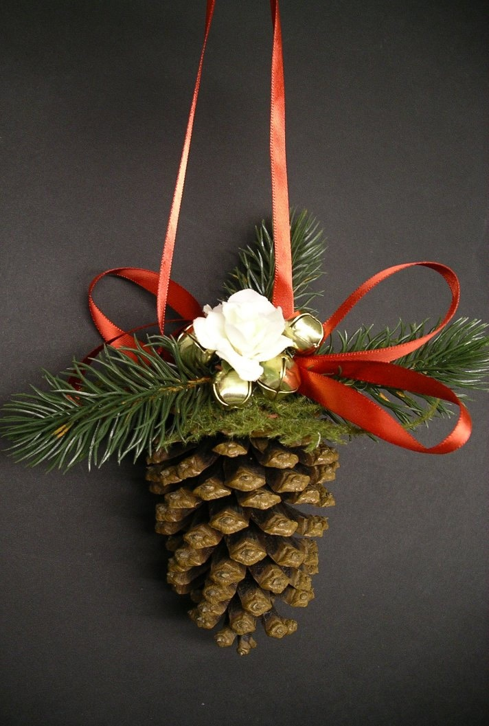 1000 images about christmas ornaments on pinterest for Pine cone christmas ornaments crafts