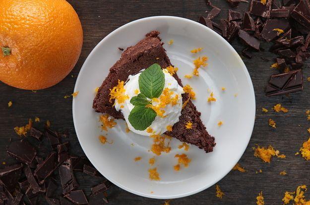Diesem Zartbitterschoko-Orangenkuchen kannst du einfach nicht widerstehen