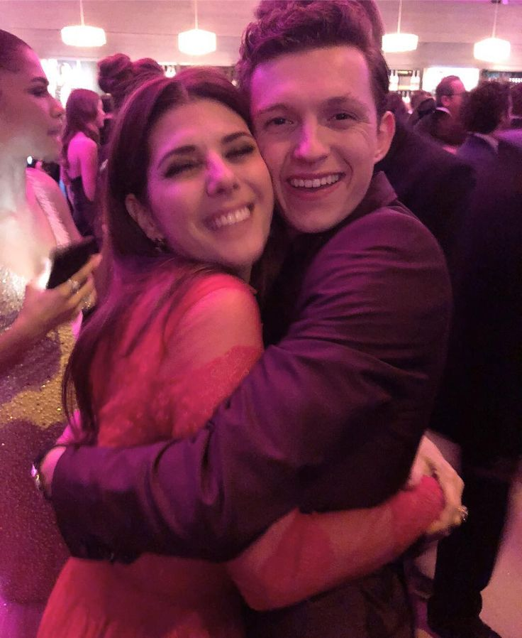 Tom Holland and Marisa Tomei // Peter Parker and Aunt May   They're so cute! I love Peter and May's relationship in Spider-Man: Homecoming so much!!!