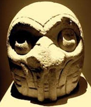 De la Cultura Chavin, otro ser con accesorio para respiración.peru