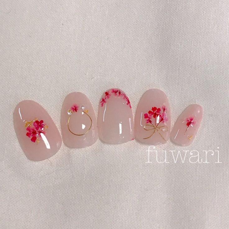 ピンクの押し花を沢山使って、ふんわりご予約お待ちしてます#ジェルネイル #ピンク #デート #オフィス #ネイル #ショート #結婚式 #フラワー #押し花 #押し花ネイル...|ネイルデザインを探すならネイル数No.1のネイルブック