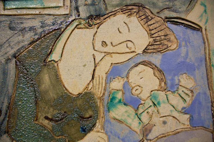Placa/azulejo madre y bebé durmiendo.