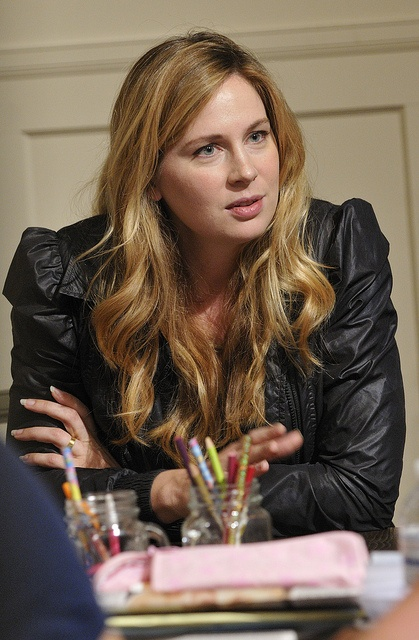 Anne Dudek plays Danielle, Annie Walker's sister on Covert Affairs     I like this one
