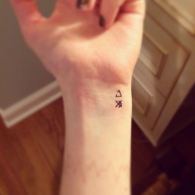 20 nette kleine Bedeutungsvolle Tattoos für Frauen