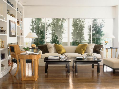 George Nash designed this sofa for his Cameron Collection in Great Plains linen. Fabrics by Rogers & Goffigon on pillows. Rose Tarlow-Melrose House chair and table, left. Lamps by John Saladino. Joseph Minton end table and Nash coffee table, all for Meyerland.   - Veranda.com