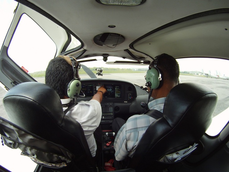 Cirrus SR20 cockpit with our customer for his Birthday gift to become a pilot for a day