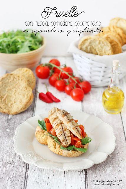 La frisella è un piatto estivo tipicamente pugliese, a forma di ciambella. E' realizzata con farina di grano duro, di orzo, un mix di entrambe oppure integrale, e ha la caratteristica di essere estrem