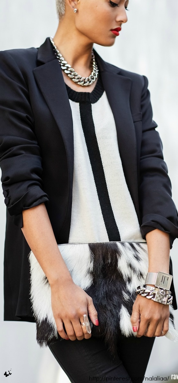 Street style - Alex & Emma hide bag. Big fan of that necklace and top!