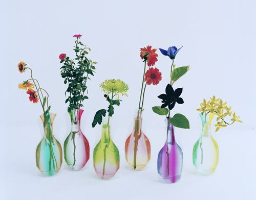 「Hope Forever Blossoming」 Filled with water, these flat acrylic sleeves unfold to become attractive 3D flower vases. Distinctive graphic designs take on new dimensions with the play of light and water. Lightweight and reasonably priced, these clever items provide an attractive accent for your any interior and make welcome gifts.