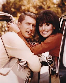 Ted Bessell & Marlo Thomas in That Girl (1966-71, ABC). I loved That Girl as a kid, and still like this show in reruns!