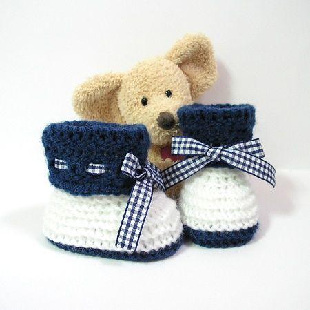 Тапочки детские вязаные белые и темно-синий размер 0/3 месяцев Tricotmuse
