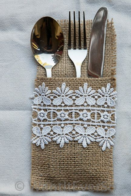 Porte couverts en dentelle et toile de jute - Burlap / Hessian & Lace Cutlery Holder Perfect by WantItEverSo