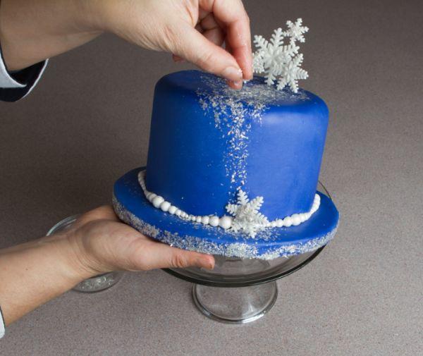 Angela Vasquez's Homemade Edible Glitter Tutorial Tutorial on Cake Central (not just coloured sugar)