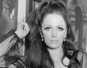 Джеки Коллинз и Голливуд наизнанку// Их старшая дочь – Джоан Коллинз – стала знаменитой актрисой и получила «Золотой глобус» за лучшую женскую роль в эпохальном американском сериале «Династия». Вторая дочь – Джеки – считается основоположницей жанра женского любовного романа.