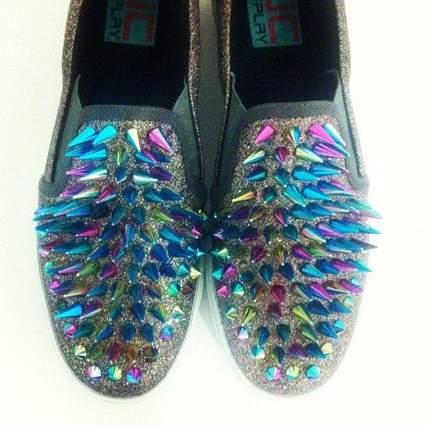 Rainbow Brite goes punk.  look at this shoes @Carla Cruz, no se por quepero pense en ti, quiero unos!