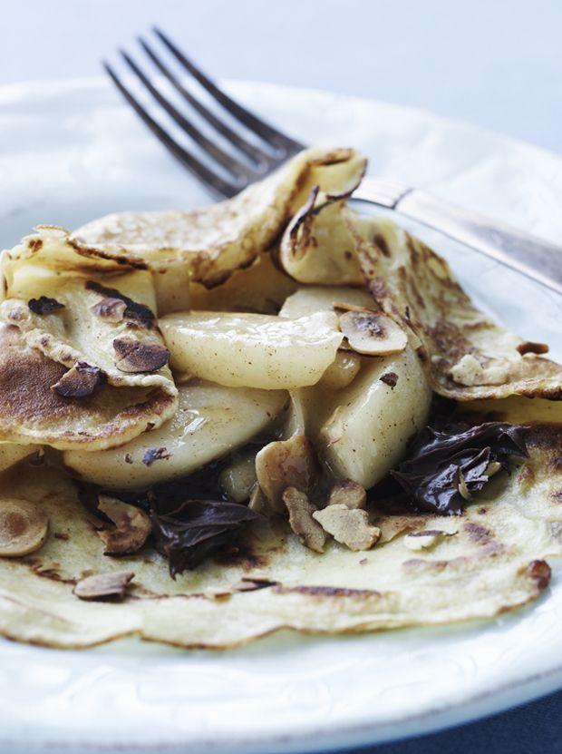 Disse pandekager med pærer og chokolade er den lækreste dessert, og dine gæster vil uden tvivl spise op.