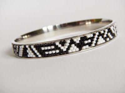 B&W Bracelet made with peyote stich