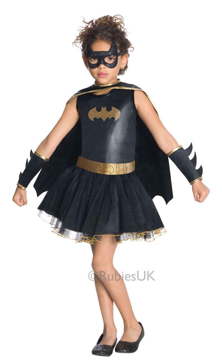 Batgirl. Koska haikki tytöt eivät tahdo leikkiä prinsessaa, on Batgirlin naamiaisasussa asennetta niin että varmasti riittää kovemmallekin seikkailijattarelle. Viitallisen mekon kruunaavat glitterillä koristeltu silmikko sekä hienot irtohihat. Siinä on Batmankin ihmeissään kun Batgirl laittaa hihat heilumaan!
