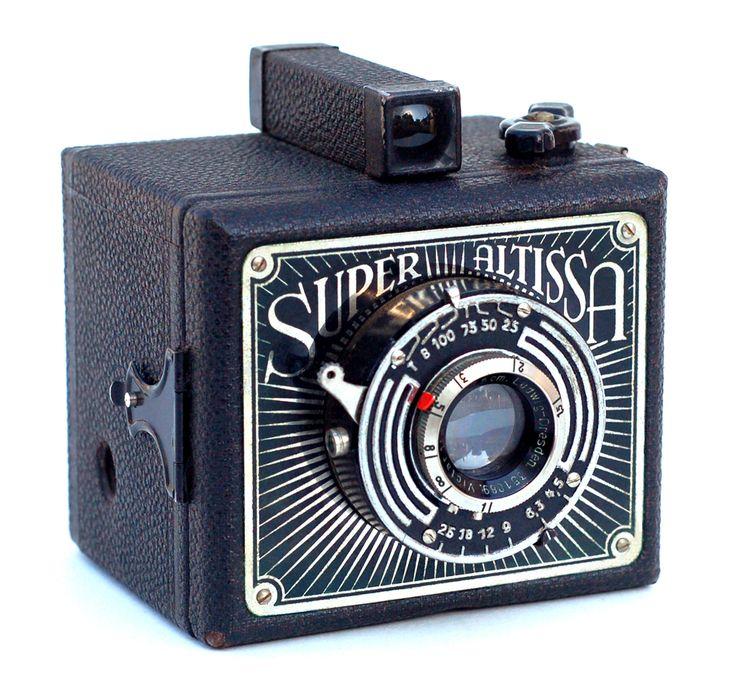 1938 Super Altissa box camera  Note: cekrik e itu .. a magic attraction for me.