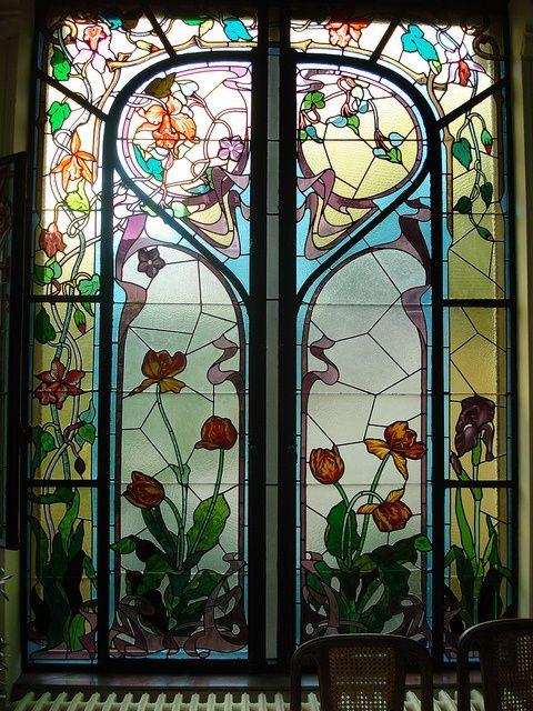 nouveau-deco:  Art Nouveau stained glass