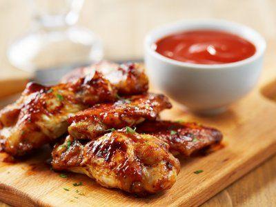 Alitas de Pollo con Miel Picantes | Una rica receta que combina sabores dulces y picantes para hacer alitas de pollo.