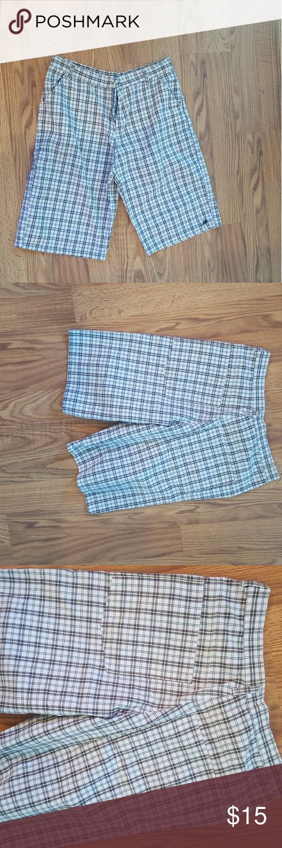 Men's plaid shorts Mens like new plaid shorts size 34  pet and smoke free home.  no holes or stains. Shorts Flat Front