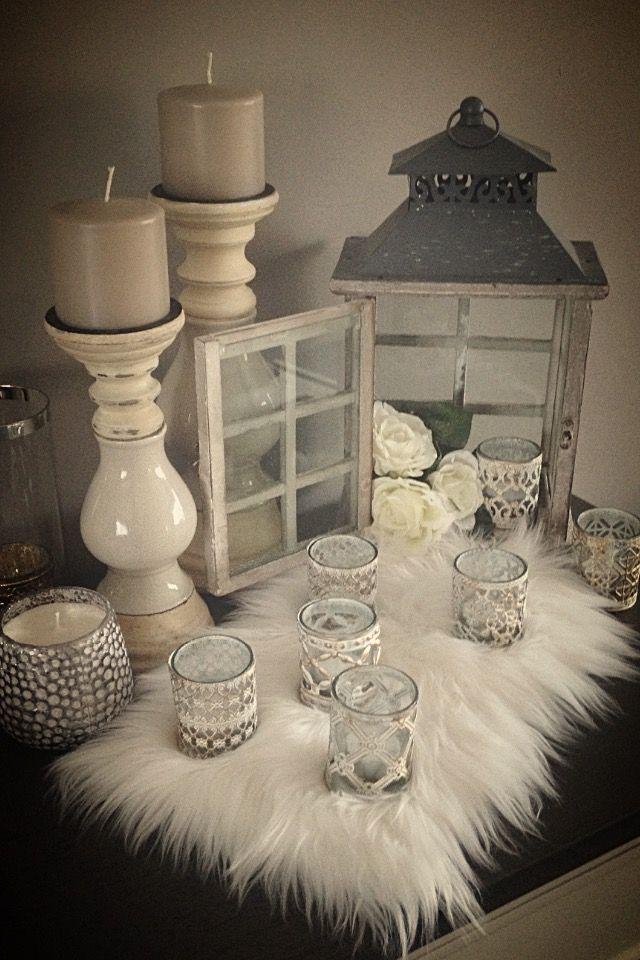 Lieben Sie das Weiße, das Fell und die Kerzen, um irgendeinen Teil des Hauses zu betonen #betonen #hauses #irgendeinen #kerzen #lieben
