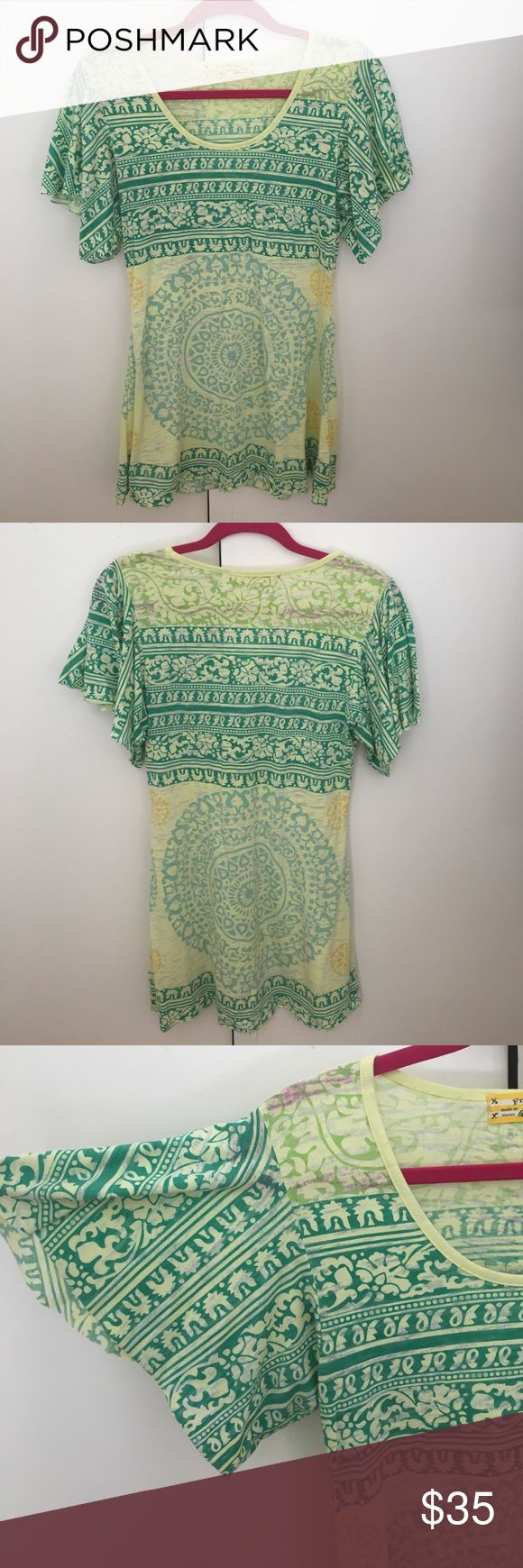 Free People yellow/green dress with flowy sleeves Free People lightweight yellow/green dress with pattern. Flowy sleeves. Perfect for spring/summer. Super flattering on! Free People Dresses Mini