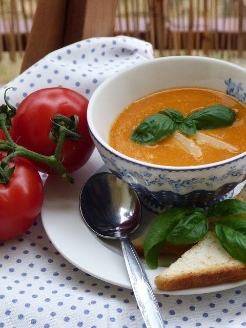 Kouzlo mého domova: Krémová polévka z rajských jablíček s česnekem a b...