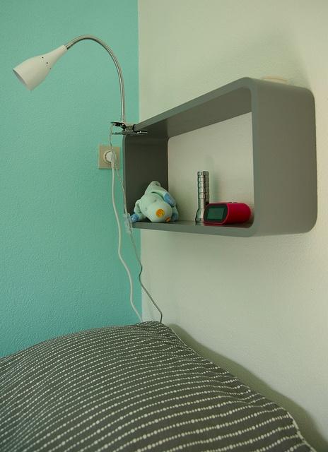17 beste idee n over kleine nachtkastjes op pinterest kleine boekenplank meubelontwerp en - Tv staan kleine ruimte ...