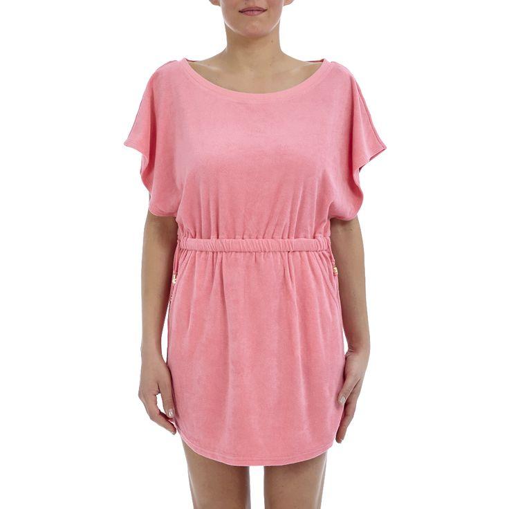 Μίνι φόρεμα σε ροζ χρώμα με πετσετέ υφή, κοντά μανίκια, τσέπες και λάστιχο με κορδόνια λίγο πιο πάνω από τη μέση για καλύτερη εφαρμογή και άνεση. Μια αέρινη και στυλάτη επιλογή, που σε συνδυασμό με πλατφόρμες θα ολοκληρώσουν κάθε σας εμφάνιση.