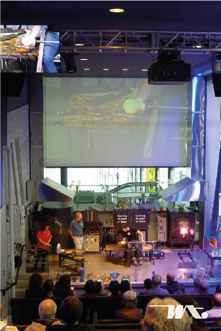 Hot Glass Show merupakan salah satu aktivitas unik yang dapat Anda saksikan di atas kapal pesiar Celebrity Eclipse. Corning Museum of Glass bekerjasama dengan Celebrity Cruise untuk mempromosikan kaca ke seluruh dunia. Proses pembuatan lelehan kaca hingga menjadi sebuah benda kristal yang indah menjadikan pertunjukan ini sangat populer dan selalu ditunggu oleh wisatawan yang berada di atas kapal