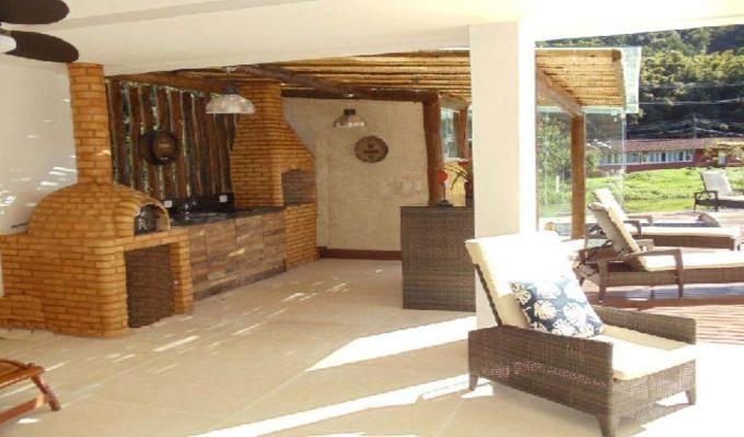 Casa à Venda em Angra dos Reis no Condomínio Porto Frade