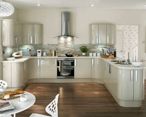 Imagine this with wooden worktops swoon howden glendevon for Black gloss kitchen ideas