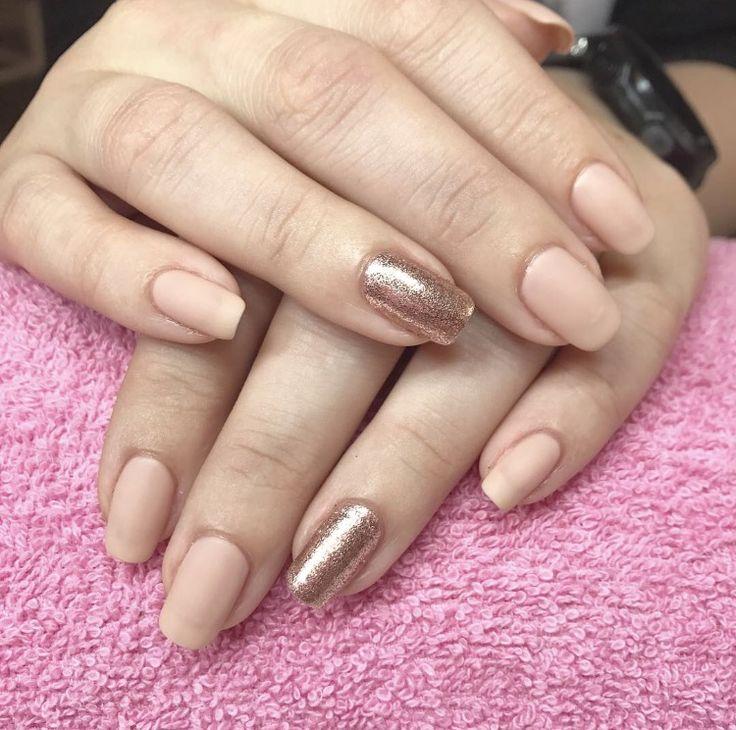 Shellac glitter + matte nails #nails #negler #naglar #shellac #cnd #acrylicnails #gel #gelnails #manicure #stavanger #norge #norway #beauty #nailart #nailpolish #nailsofinstagram #nailstagram #nailswag #instanails #instagood #instadaily #nailsoftheday #notd #holographic #nailpro #glitter #perfection #matte #holo #californianails