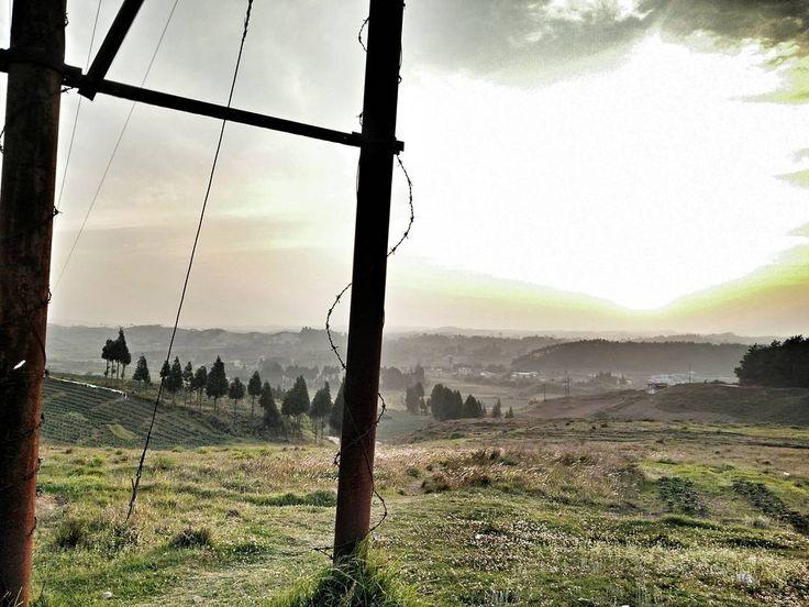 <3 . . . . #VSCOcam #sunset #sunset_madness #natgeo #natgeotravelpic #clouds #landscape #wanderer #wanderlust #travel #unexploredparadise #igers #ig_shillong #_soi #ig_sunsetshots #sky #shillong #desi_diaries #gf_india #hills #jj_forum #oneplus #meghalaya #incredibleindia #incrediblenortheast #nature #love #ig_dynamic #thevisualyatra #bestofvsco by qualia_n