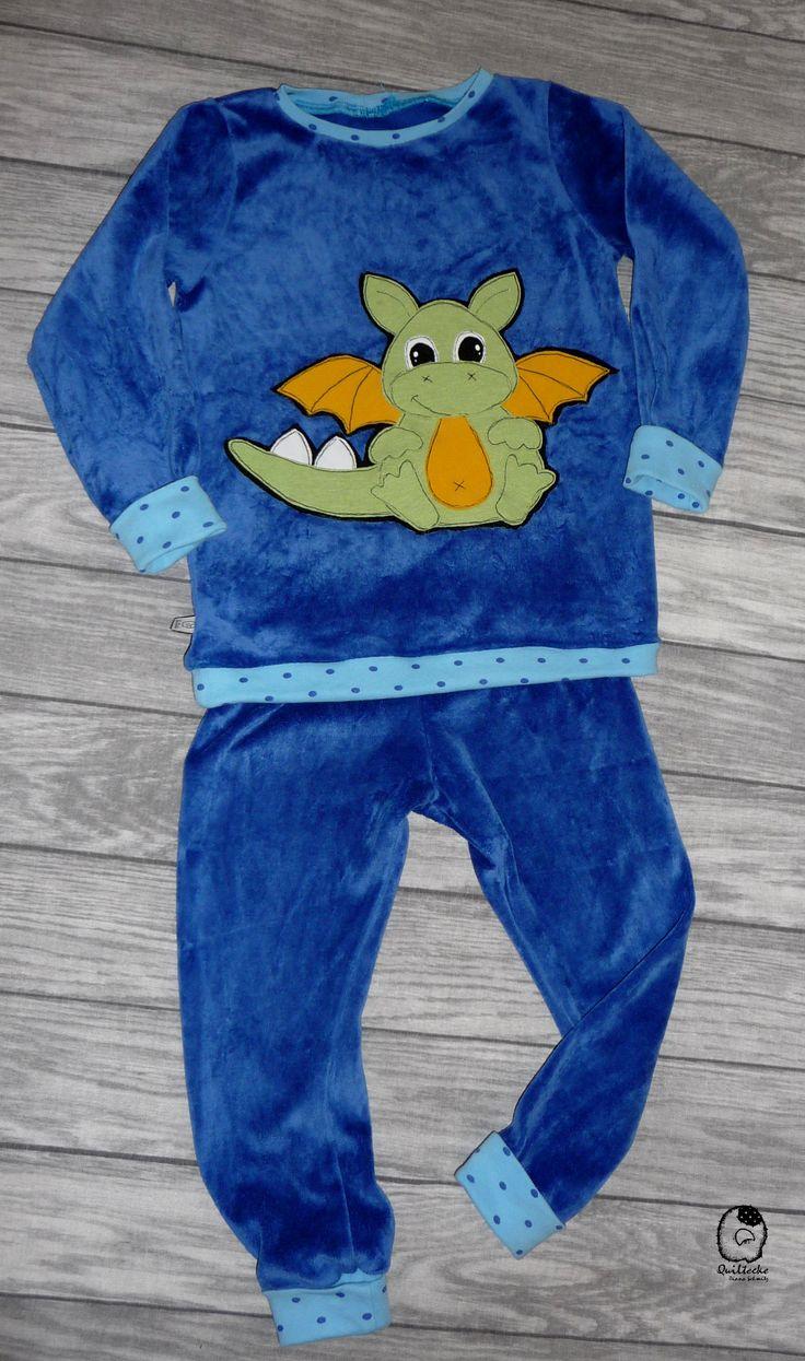 Jungen Schlafanzug aus Nicki mit Drachen Applikation von TiLu-Design. SM Oberteil: Zauberlehrling Basic