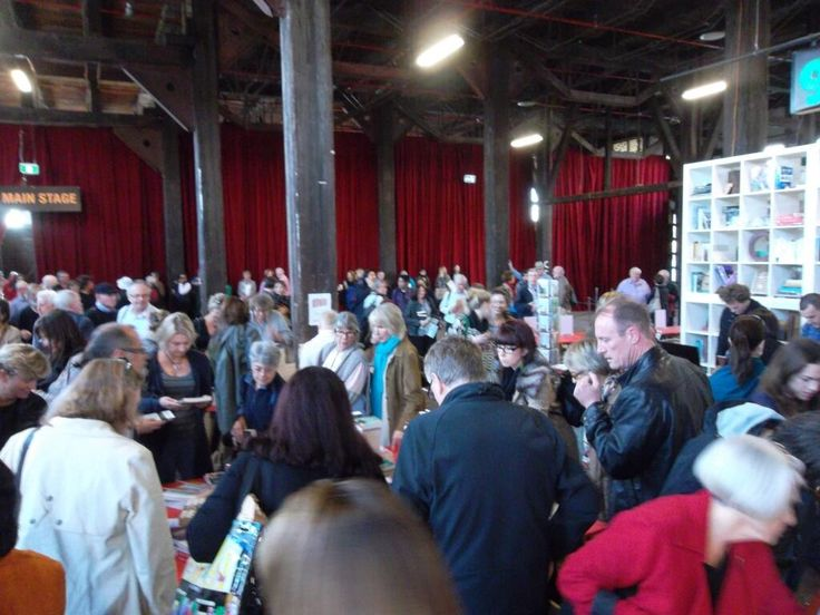 Australian's love their books. Take at this huge crowd of book buyers at the #swf2013 Saturday 25.5.2013