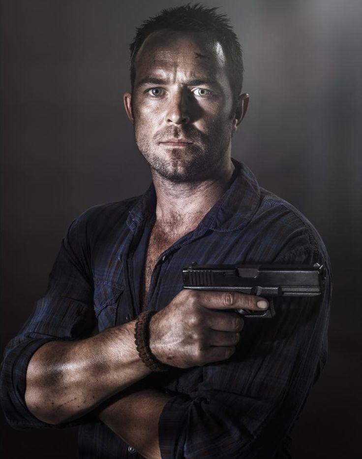 Damien Scott (Sullivan Stapleton) Stirke Back