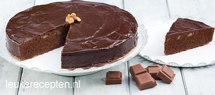 Makkelijk recept voor een lekkere chocoladetaart met walnoten en een vleugje vanille