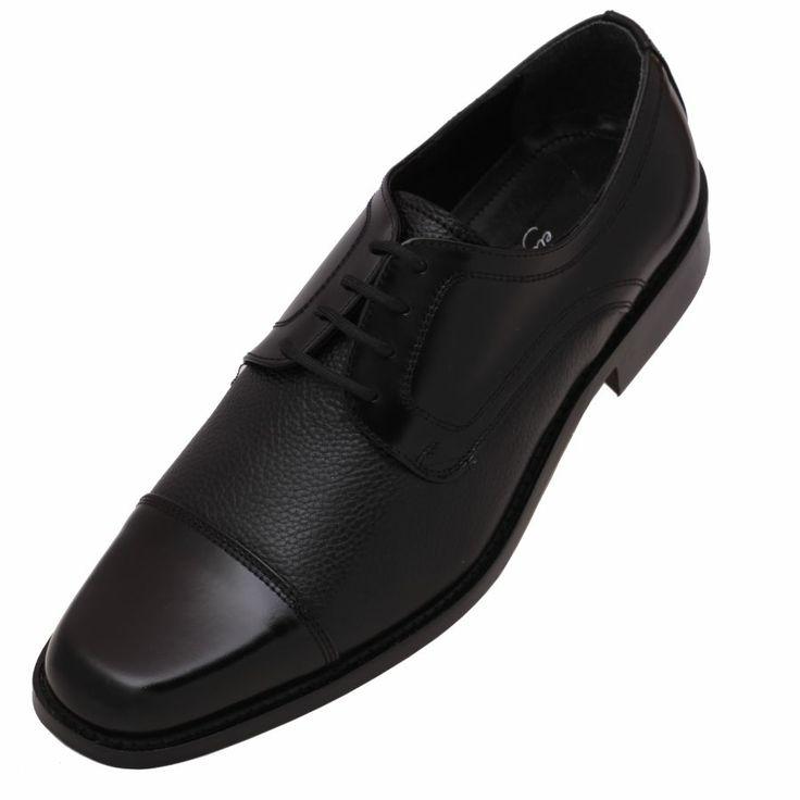 #Zapatos de #Moda para #Hombre marca #Calzado #Evolución en color negro, dos pieles. Una parte de la piel es tamboreada y la otra es ternera lisa con algo brillo en color negro. Punta trozada en la parte delantera, un modelo en horma italiana para los hombres más exigentes.