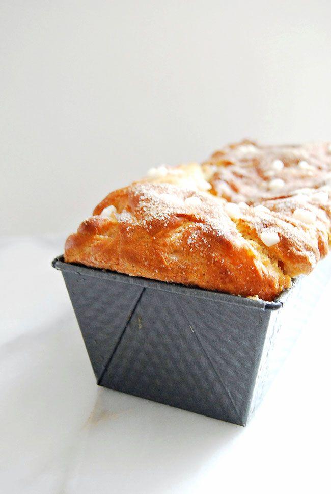 Een goed suikerbrood is plakkerig en vooral heel zoet. Het van oorsprong Friese brood geef ik een twist met kaneel en gember.