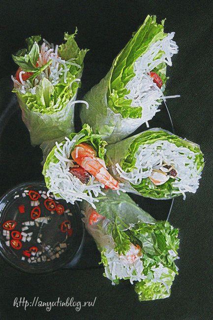 Спринг-роллы с китайскими сосисками и креветками. #food, #rolls, #rice, #prawns