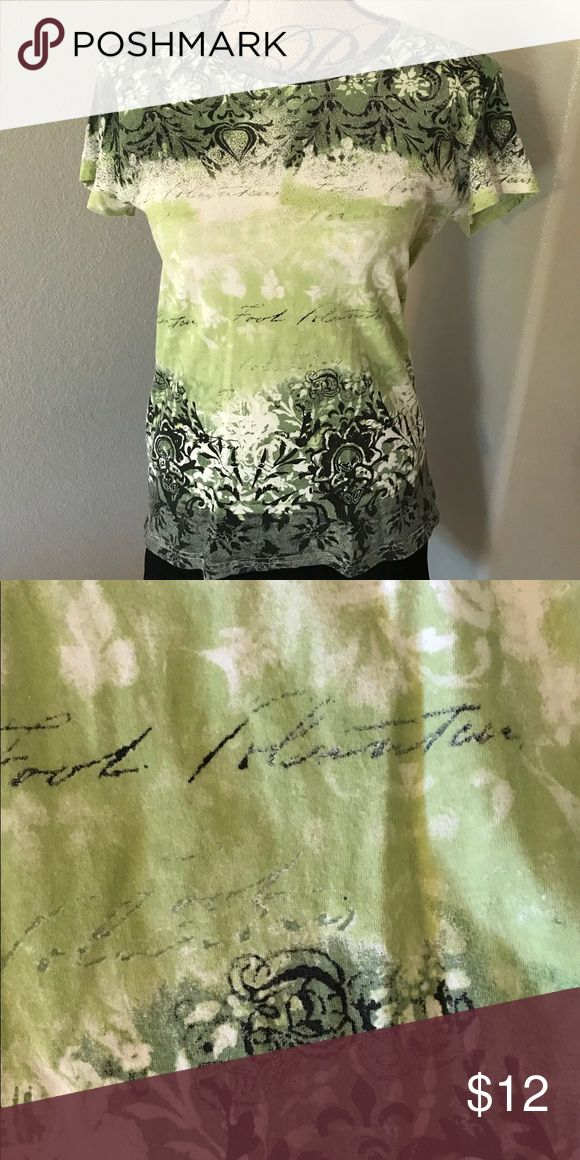 Izod green short sleeve top Comfy Izod top with a green, white and black design. Izod Tops Tees - Short Sleeve