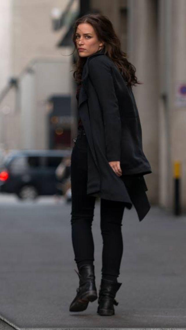 Annie Walker/Piper Perabo dark hair covet