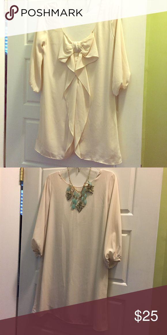 Sage Dress, Bow Back Size Medium, Cream. medium. Wore twice. Great flowy dress! Sage Dresses